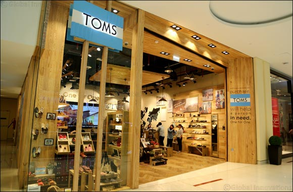 INTRODUCING Spring Summer '16 at TOMS 10 Years of Giving Continues