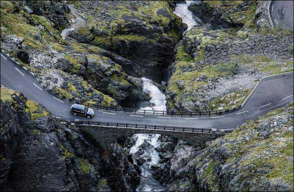 A Picture of Refinement: Range Rover and Jonas Bendiksen Capture the World's Ultimate Vistas