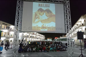�Cinema under the Stars' experience from Sony Mobile charms more than 1,000 labourers