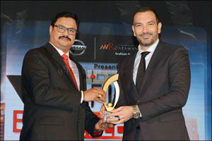 NDTV honours Dr Dhananjay Datar with Gulf Indian Excellence Award