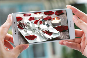Air, Water, Food and Huawei Honor Are What You Need to Celebrate This Special Occassion