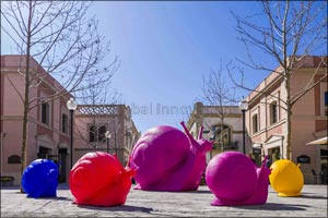 This Spring La Roca Village hosts the first �Cracking Art' exhibit in Spain
