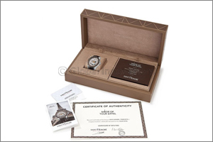 SAINT HONORE Presents the Official Timepiece of the �Eiffel Tower�