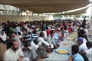 Awqaf and Minors Affairs Foundation Distributes 400 Iftar Meals Daily to Laborers through Holy Month