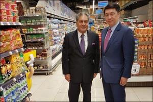 Singapore Ambassador visits Al Maya Supermarket