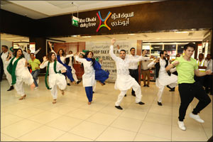 Abu Dhabi International Airport join passengers in Celebrating Pakistan's and India's Independence D ...