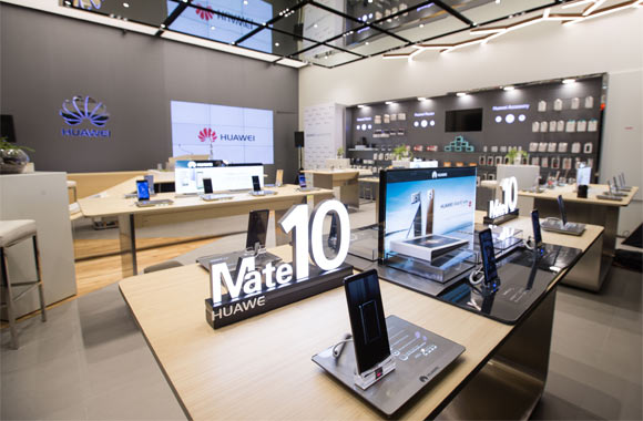 Huawei Consumer Business Group opens the Middle East's first ever 'Huawei Experience Store' at The Dubai Mall