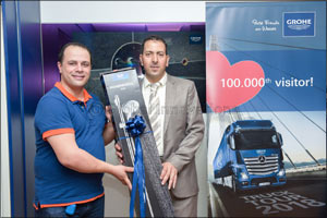 Customer from Saudi Arabia is 100,000th visitor to the GROHE Truck Tour