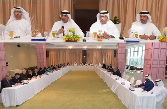 Dubai Customs discusses means of growth with businesses in Dubai