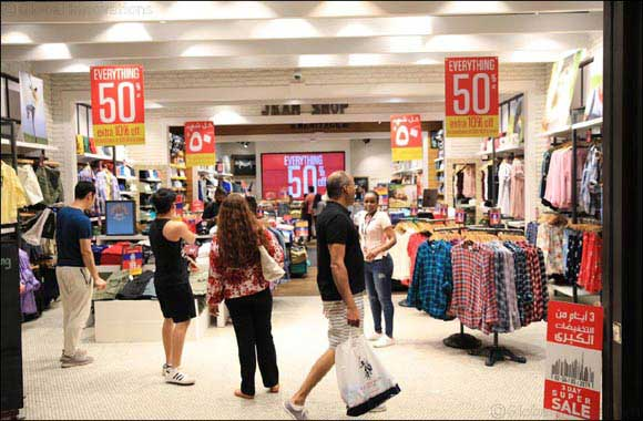 Shoppers Head to the Malls in Excitement for  3 Day Super Sale's Opening Day