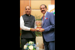Dr. Azad Moopen meets CM of Himachal Pradesh in Dubai