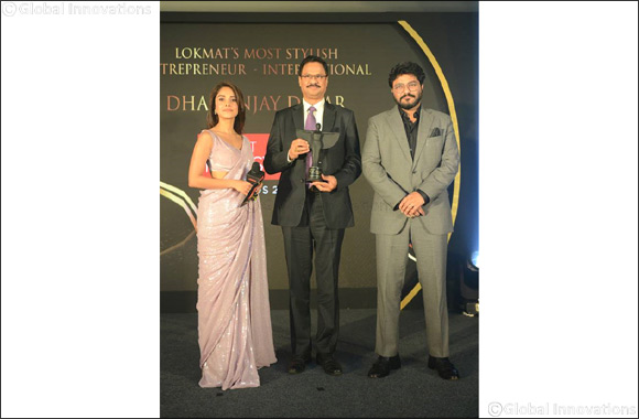 Dr. Dhananjay Datar gets Most Stylish Entrepreneur' award.