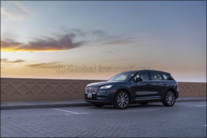 Art in Motion: Lincoln Corsair's Exquisitely Contoured Lines and Expressive Architecture Create a Vi ...