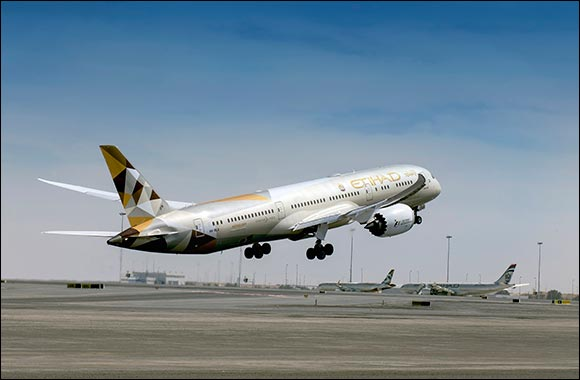 Etihad Stuns Visitors to Mall of the Emirates  With 50% Flight Discounts