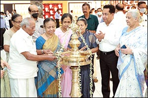 Joyalukkas Reopens its Newly Renovated Showroom in Round East, Thrissur