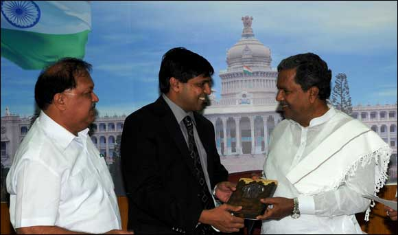 Indo arab chamber delegation meets the Chief Minister of Karnataka