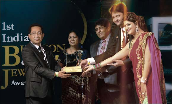 Joyalukkas wins the prestigious 'Best Chain of Retail Stores –International' at the 1st India Bullion & Jewellery awards.