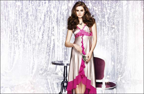 Feel glamorous when you wear Nayomi's gorgeous Fain Long dress