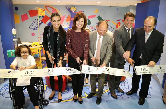 "Adriana Lima cuts the ribbon on ""The Little Prince"" Library in Children's Hospital"